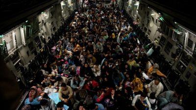 ОАЭ примут 5000 афганцев по просьбе США