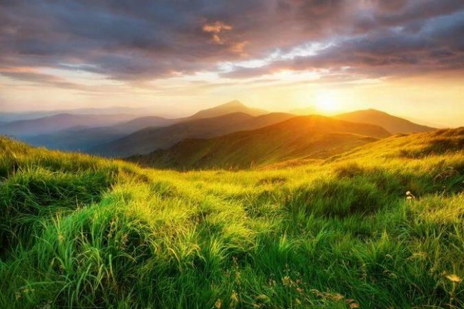 Существует традиционная китайская история под названием «Летающая гора», в которой говорится, что когда-то давно, в провинции Сычуань была небольшая летающая гора. (Изображение: <a href=