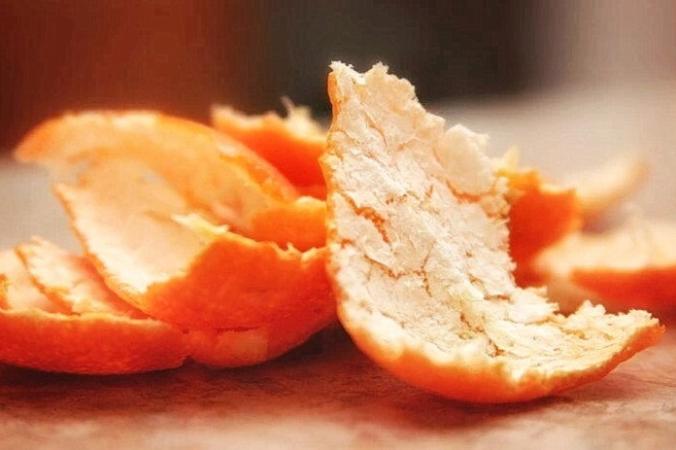 Пожертвованная апельсиновая цедра дает скоту столь необходимый источник пищи, поскольку фермеры в Новом Южном Уэльсе, Австралия, столкнулись с нашествием мышей.(Изображение <a href=
