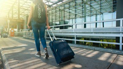 Туристы массово вылетают из Анапы после введения ограничений по COVID-19