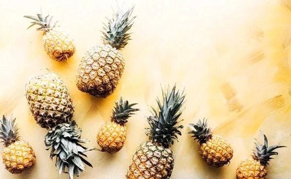 Бромелаин, содержащийся в ананасах, противовоспалительный фермент, переваривающий белок. (Image: Brooke Larke via Unsplash)