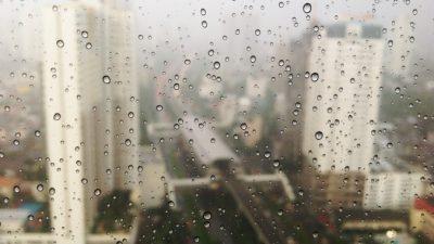 На Москву обрушился ливень со шквалистым ветром (Видео)
