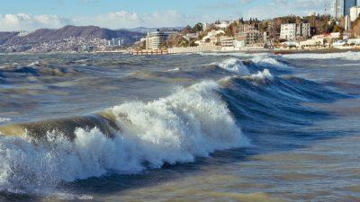 Более 20 отелей повредил шторм в Анапе