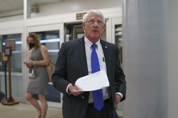 Сенатор Роджер Уикер прибыл в Вашингтон 27 мая 2021 г. (J. Scott Applewhite / AP Photo) | Epoch Times Россия