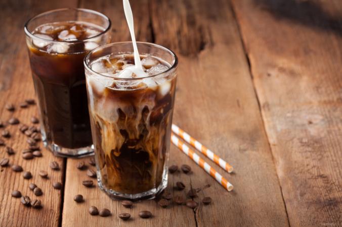 Вы можете приготовить холодный кофе в домашних условиях. Все, что вам нужно, - это немного времени и должный, сильный концентрат. (Василий Бударин / Shutterstock)   Epoch Times Россия