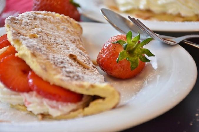 strawberries 1445830 640 676x450 1 - Квебек: таинственный клиент оплачивает обеды посетителям ресторана в Гранби