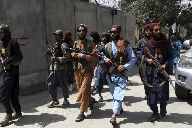 Талибы патрулируют район Кабула, Афганистан, 18 августа 2021 г. (Rahmat Gul/AP Photo) | Epoch Times Россия
