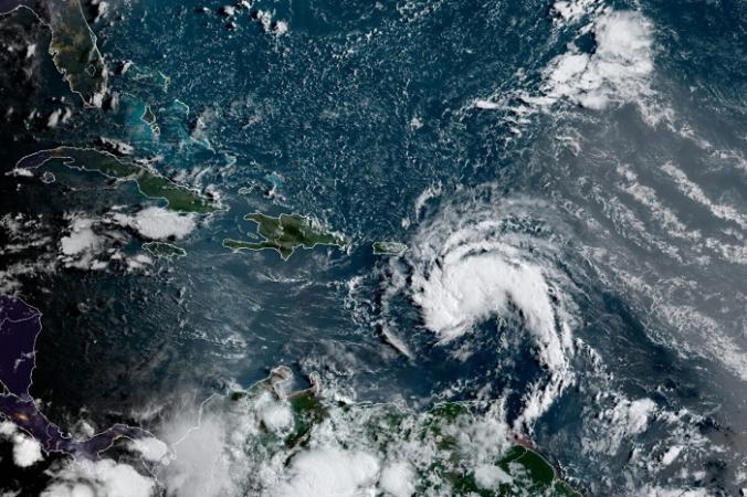 На этом спутниковом снимке показан тропический шторм к востоку от Пуэрто-Рико в Карибском бассейне в 7:50 по восточному стандартному времени 10 августа 2021 г. (NOAA / NESDIS / STAR GOES через AP) | Epoch Times Россия