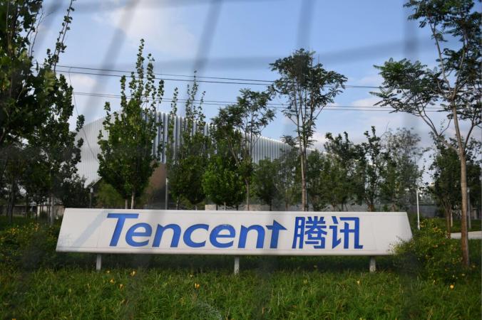 Штаб-квартира китайской технологической компании Tencent в Пекине 7 августа 2020 года. Канаадская пенсиоонная програамма занимала существенные позиции в китайской технологической компании по состоянию на 31 марта, которая с тех пор потеряла около 30 % своей стоимости из-за ужесточения нормативных требований в Пекине. (Грег Бейкер / AFP через Getty Images) | Epoch Times Россия