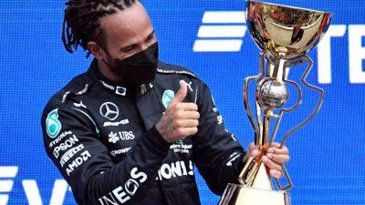 Британец Хэмилтон в пятый раз выиграл Гран-при России в«Формуле-1»