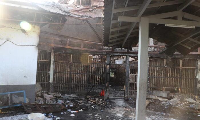 Более 40 заключённых погибли во время сильного пожара в переполненной тюрьме  Индонезии