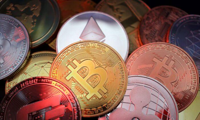 Изображения криптовалют биткойн, Dash, Ethereum, Ripple и Litecoin, на иллюстрации, сделанной 2 июня 2021 г. Florence Lo / Illustration / Reuters | Epoch Times Россия