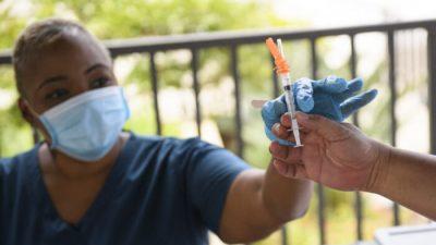 Pfizer: эффективность вакцины против COVID-19 со временем снижается