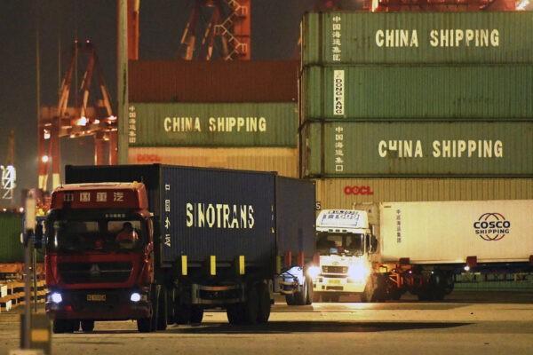 2 1 - Китайские моряки не могут покинуть суда из-за правил пандемии
