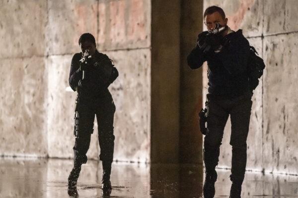 Лашана Линч (слева) и Дэниел Крейг в сцене из фильма «Не время умирать». Nicola Dove/Metro Goldwyn Mayer Pictures via AP