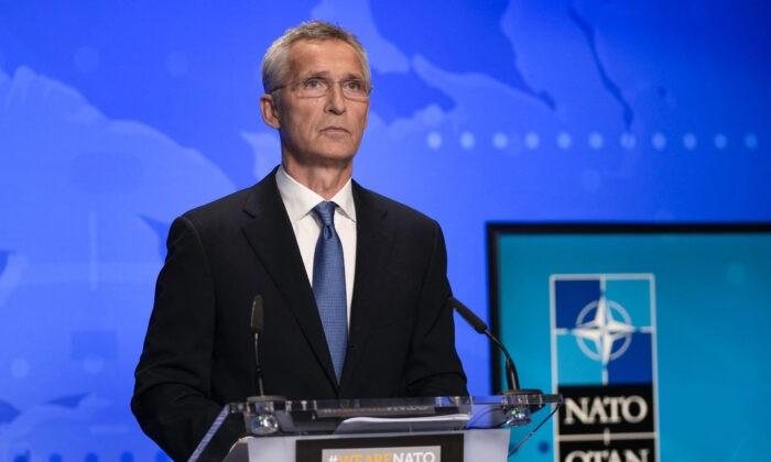Генеральный секретарь НАТО Йенс Столтенберг присутствует на видеовстрече министров иностранных дел стран НАТО, посвящённой событиям в Афганистане, в штаб-квартире НАТО в Брюсселе 20 августа 2021 г. Francisco Seco/POOL/AFP via Getty Images | Epoch Times Россия