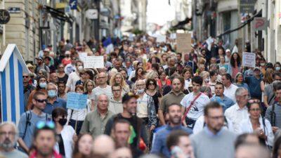 Десятки тысяч человек вышли на митинг против ковид-ограничений во Франции