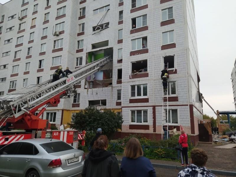 Часть девятиэтажки обрушилась на жильцов после взрыва газа в подмосковном Ногинске