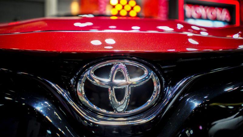 Компании Toyota Motor Corp. и Tesla столкнулись с Ford Motor Co. и профсоюзом United Auto Workers (UAW) из-за предложения демократов в Палате представителей США предоставить электромобилям американской сборки, производимым членами профсоюза, дополнительные налоговые льготы в размере 00.   Epoch Times Россия