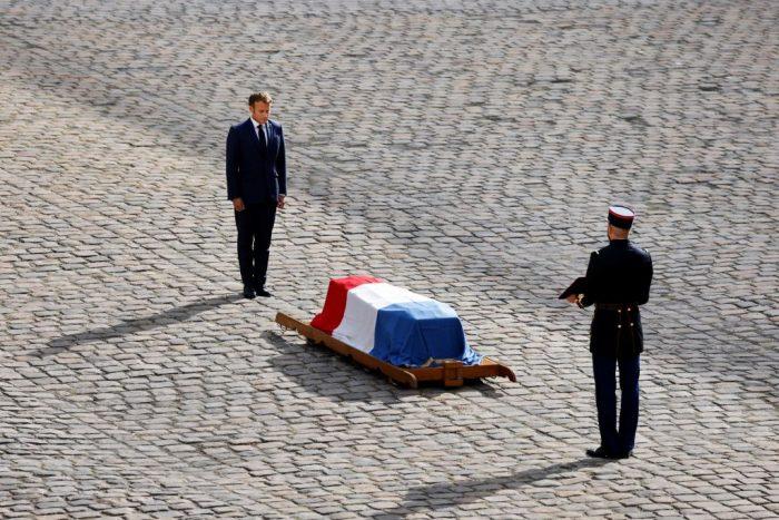 3 3 foto 2 e1631254546197 - Церемония прощания с Жан-Полем Бельмондо завершилась в Париже