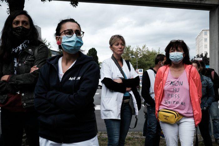 Около 3000 медицинских работников уволены воФранции заотказ отвакцинации