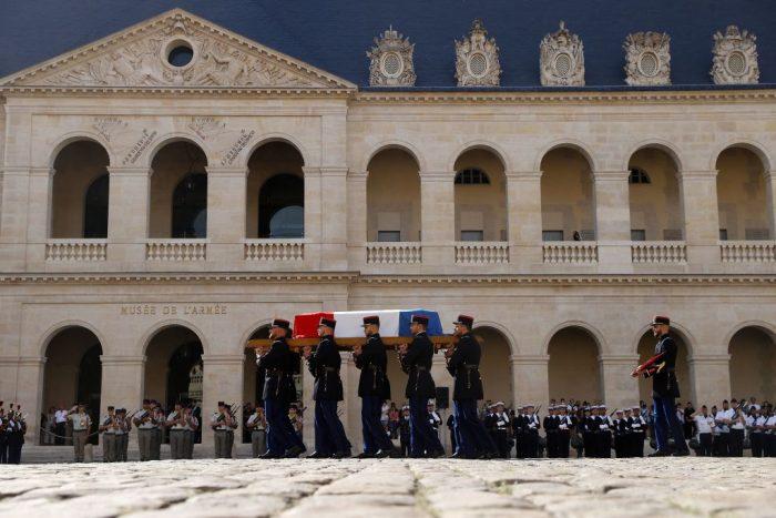 3 6 foto e1631254561135 - Церемония прощания с Жан-Полем Бельмондо завершилась в Париже