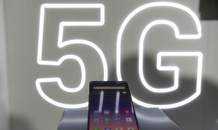 Новый смартфон китайского производителя электроники Xiaomi Mi MIX3 5G демонстрируется на Mobile World Congress в Барселоне 24 февраля 2019 г. Lluis Gene / AFP   Epoch Times Россия