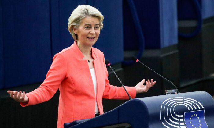 Президент Европейской комиссии Урсула фон дер Лайен выступает во время дебатов на тему «Состояние Европейского Союза» в рамках пленарного заседания в Страсбурге 15 сентября 2021 г. YVES HERMAN / POOL / AFP via Getty Images | Epoch Times Россия