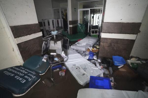 В больнице Мексики во время внезапного наводнения погибли 16 человек