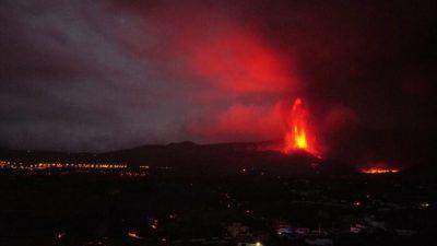 Лава, дым и пепел покрыли Ла-Пальму, уничтожая банановые плантации