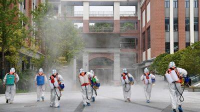 В Китае из-за вспышки COVID-19 заблокировали город, отменили движение поездов и автобусов