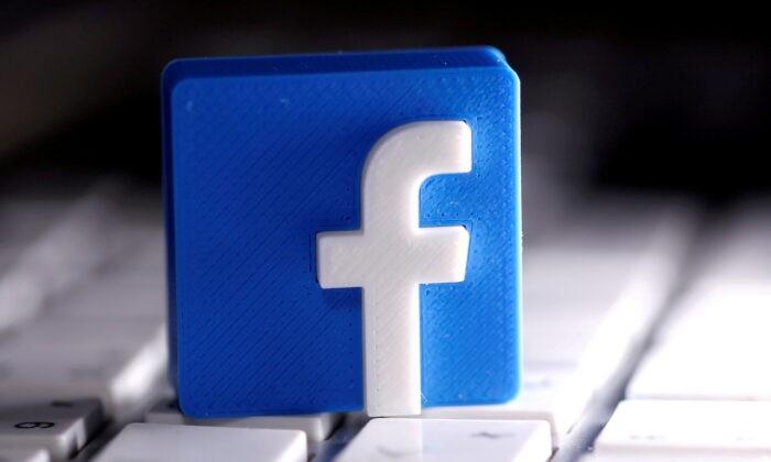 Напечатанный на 3D-принтере логотип Facebook помещён на клавиатуру на иллюстрации, сделанной 25 марта 2020 г.