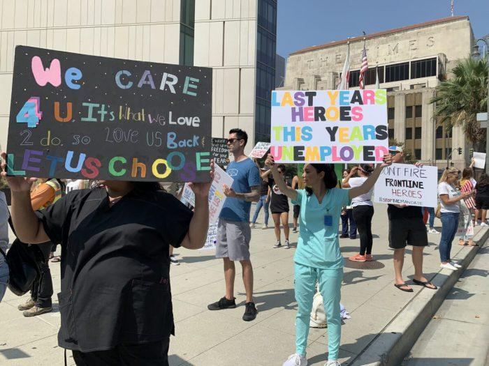 Калифорнийцы протестуют против принудительной вакцинации полицейских