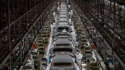 Продажи автомобилей в Китае упали на 17% из-за дефицита микросхем