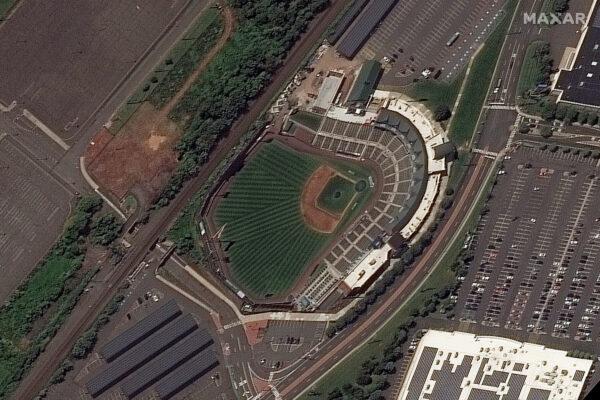 Бейсбольный стадион TD Bank в городке Бриджуотер, штат Нью-Джерси, до наводнения 25 августа 2021 г. Maxar Technologies via AP