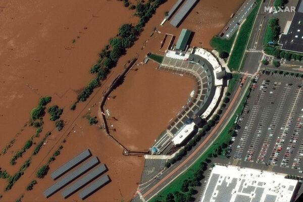 Бейсбольный стадион TD Bank в городке Бриджуотер, штат Нью-Джерси, после наводнения 2 сентября 2021 г. Maxar Technologies via AP