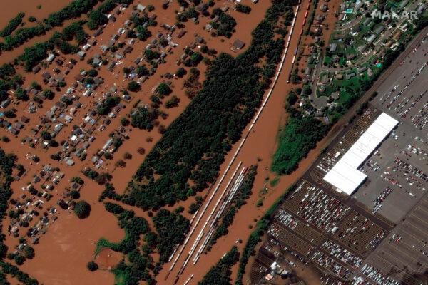 Спутниковый снимок Манвилля, штат Нью-Джерси, после наводнения 2 сентября 2021 г. Maxar Technologies via AP