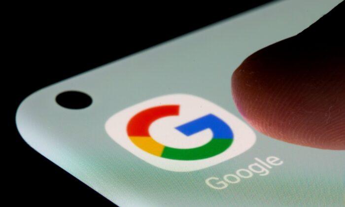 Приложение Google на смартфоне показано на этой иллюстрации, сделанной 13 июля 2021 г. Dado Ruvic/Illustration/Reuters | Epoch Times Россия