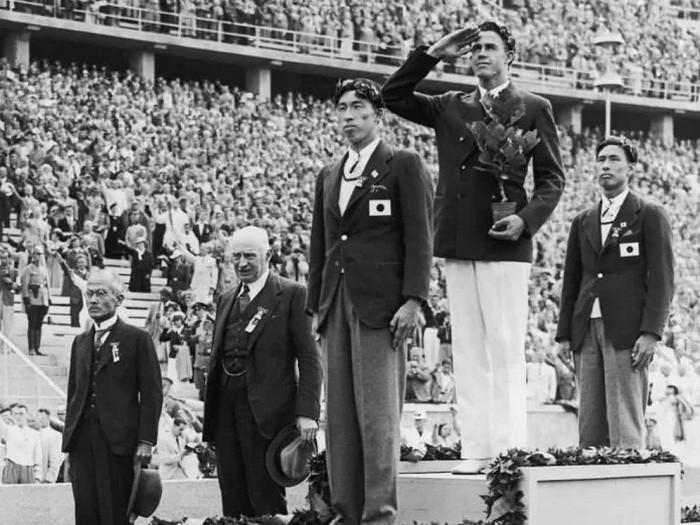 Почему два японских олимпийца соединили свои медали