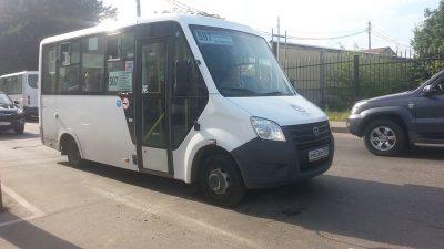 В Омске прохожие перевернули автобус, чтобы достать пострадавших в ДТП