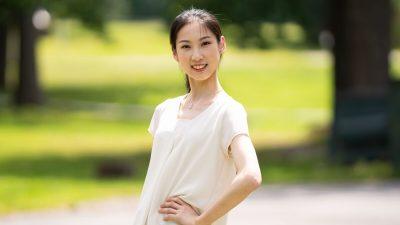 Что изображает в танце юная Анжела Линь?