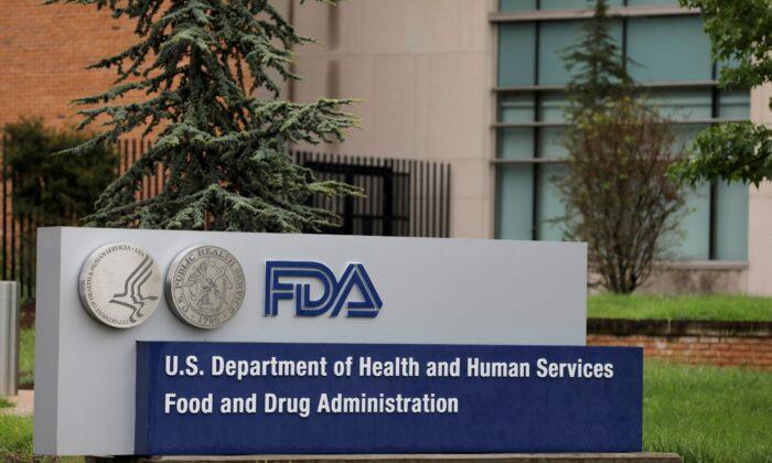 Два высокопоставленных сотрудника FDA по вакцинам увольняются