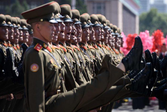 В Северной Корее ночью прошёл военный  парад
