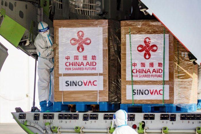 Бразилия приостановила использование 12 млн доз вакцины Sinovac китайского производства