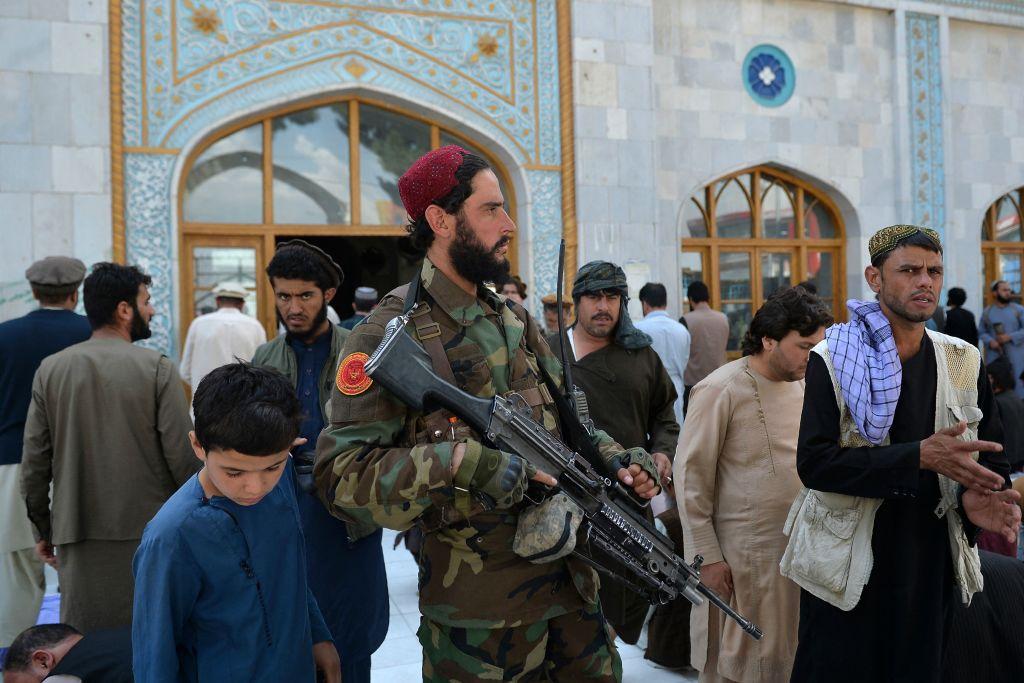 Число жертв стрельбы в Афганистане возросло до 17, пострадал 41 человек