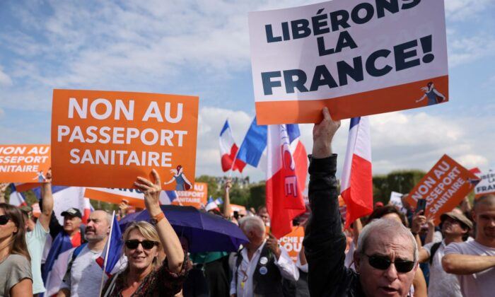 140000 французов протестуют против паспортов вакцины