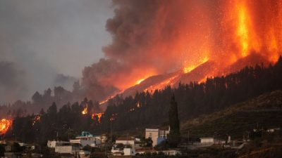 Лава разрушила 166 домов на испанском острове Пальма
