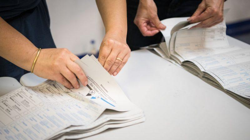 Добровольцы подсчитывают голоса на федеральных парламентских выборах 26 сентября 2021 года в Берлине, Германия. Steffi Loos/Getty Images   Epoch Times Россия