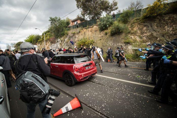 В Австралии во время протестов полиция арестовала 260 человек, 10 офицеров ранены