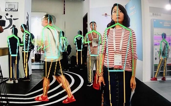 Экран показывает режим отслеживания с устройства Huawei во время конференции в кампусе Huawei в Дунгуане, провинция Гуандун, Китай, 10 августа 2019 г. FRED DUFOUR/AFP via Getty Images   Epoch Times Россия